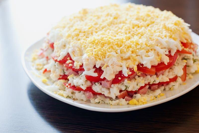 Salada com arroz, queijo e salsicha foto de stock royalty free