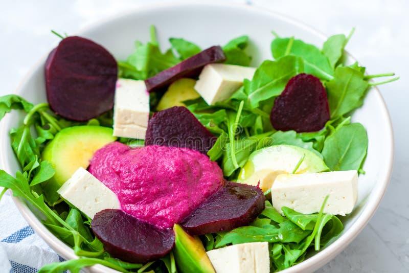 Salada com beterrabas, tofu fotografia de stock royalty free
