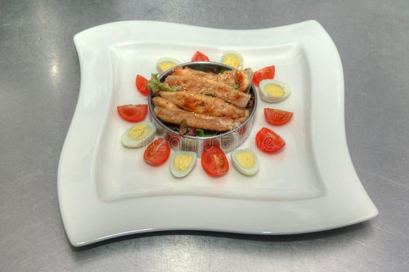 Salada com carne e ovos fotos de stock royalty free