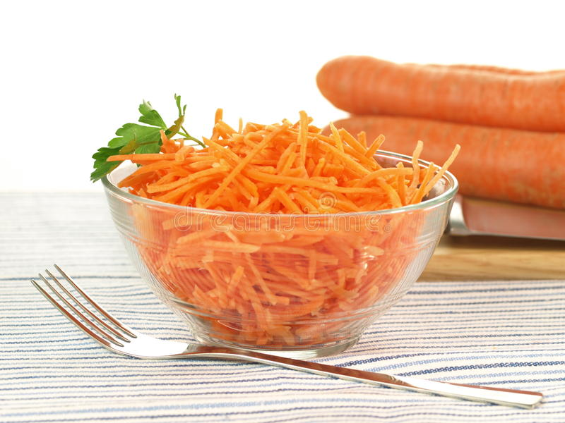 Salada com a cenoura, isolada imagem de stock royalty free