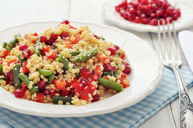Salada com cuscuz fotos de stock