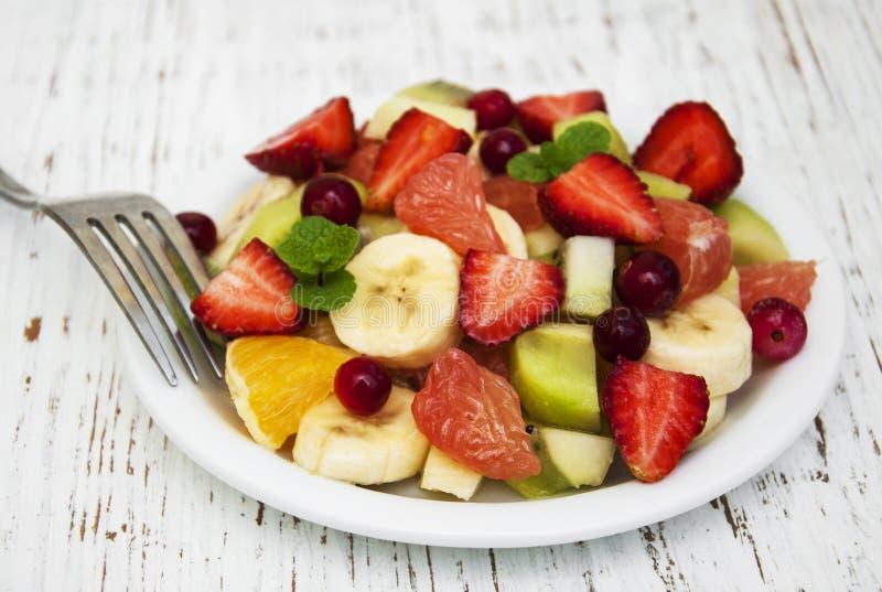 Salada com frutas frescas imagens de stock