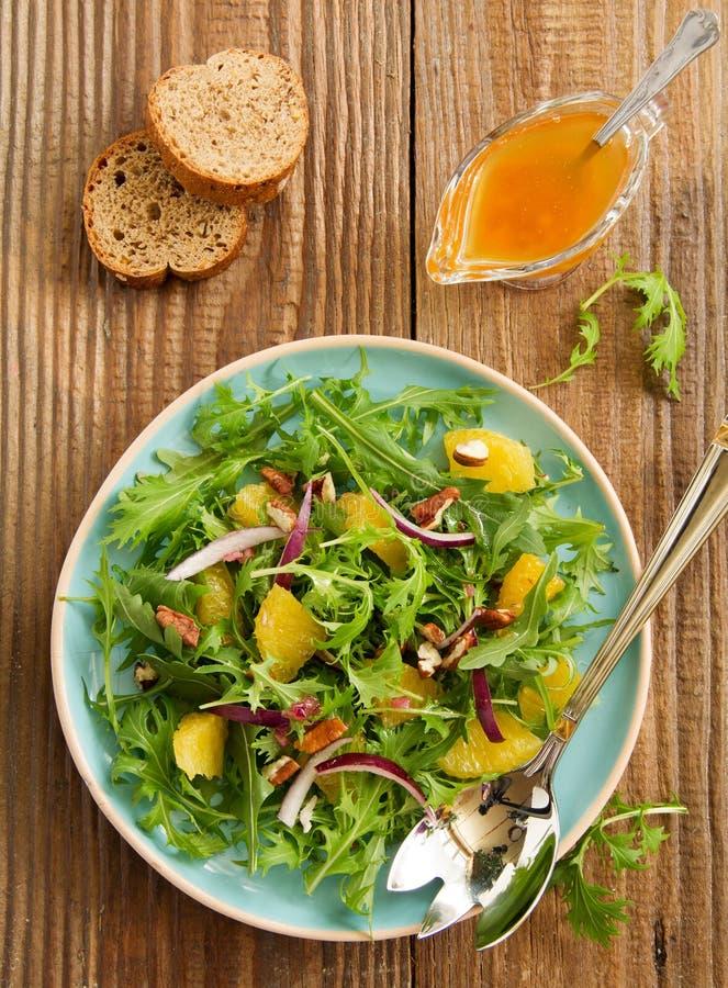 Salada com laranjas, rúcula, fotografia de stock royalty free