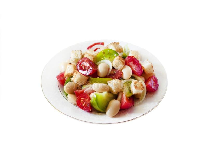 Salada com três tipos dos tomates, de feijões brancos fervidos e de pão torrado fotos de stock royalty free