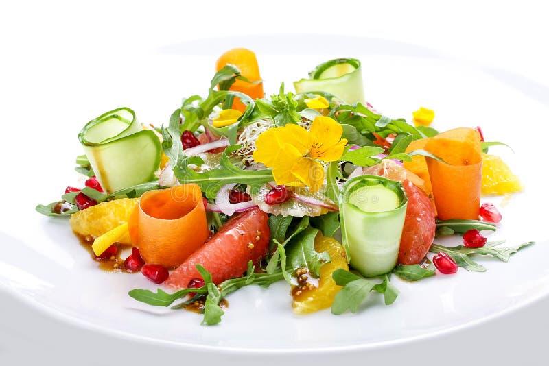 Salada da aptid?o com laranja, toranja e rom? imagem de stock