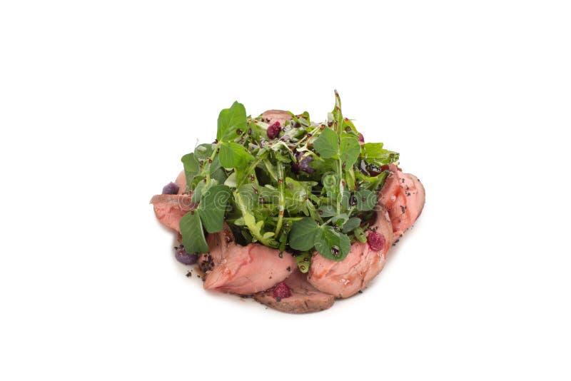 Salada da carne e do close-up dos verdes em um fundo branco imagens de stock royalty free