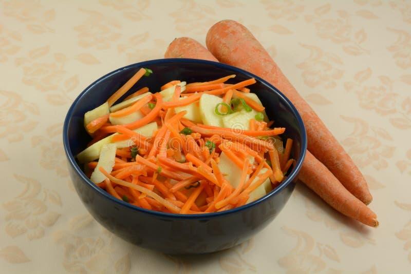 Salada da cenoura e da maçã imagens de stock