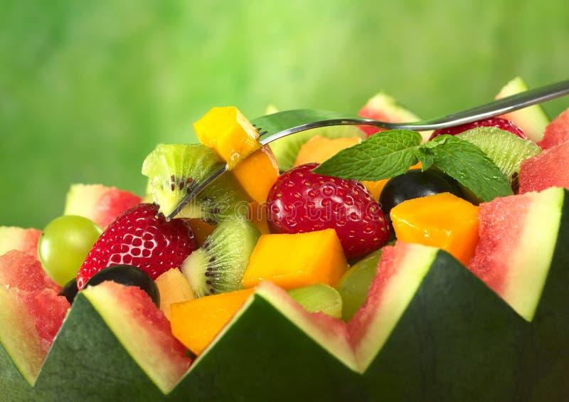 Salada da fruta na bacia do melão fotos de stock