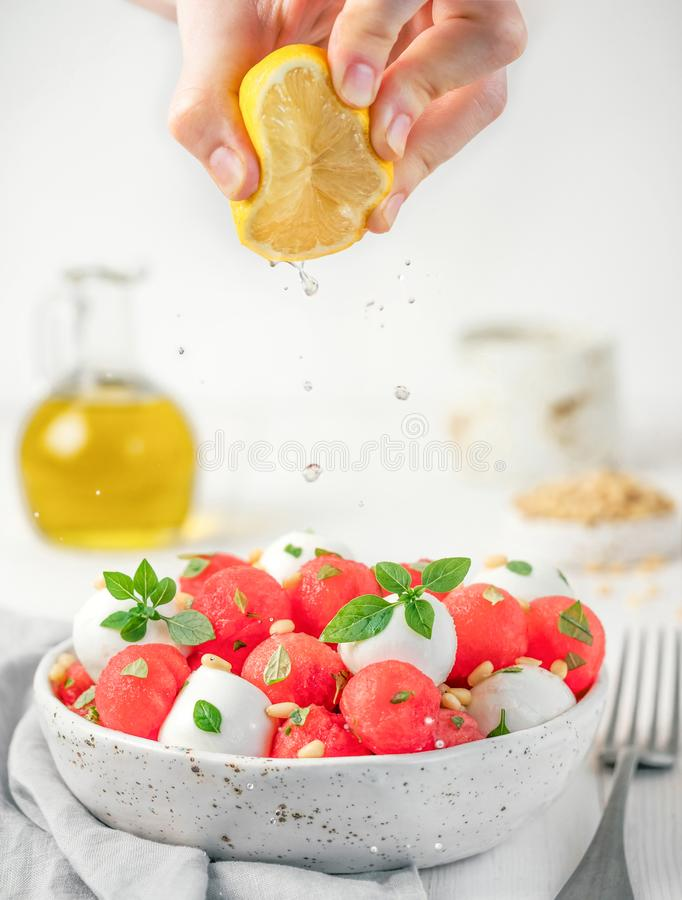 Salada da melancia e da mussarela fotos de stock