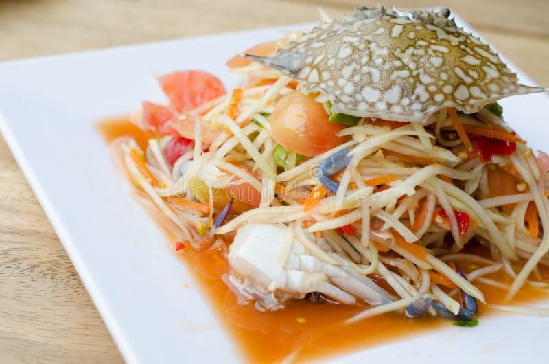 Salada da papaia com caranguejo azul fotos de stock