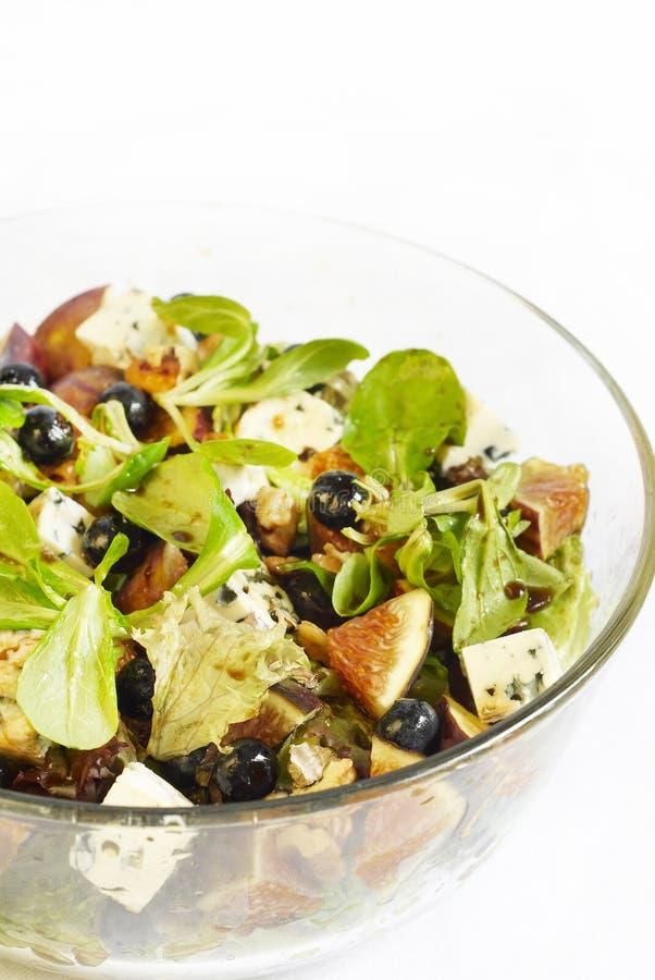 Salada da uva-do-monte com figo fotografia de stock