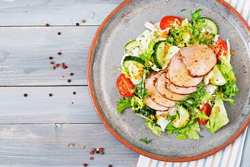 Salada da vitela com legumes frescos alimento dietético fotos de stock