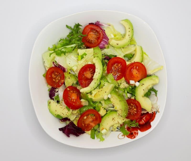 Salada de alface verde com cereja e abacado imagens de stock royalty free