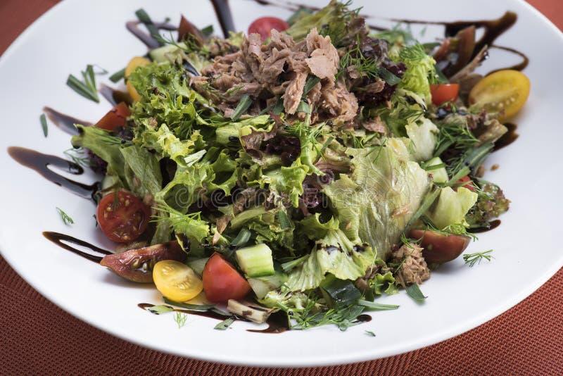 Salada de atum com tomates de cereja 11 foto de stock