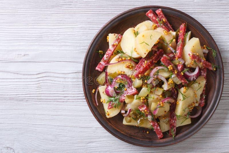 Salada de batata com a opinião superior do salame horizontal imagem de stock royalty free