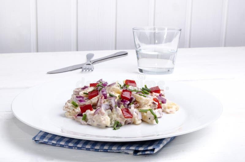 Salada de batata com pimenta de sino imagens de stock royalty free