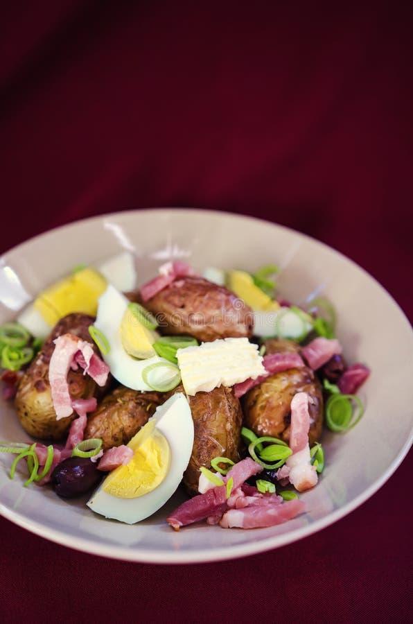 Salada de batatas cozida imagens de stock