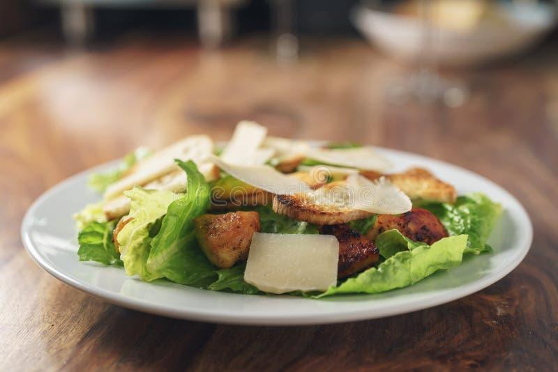 Salada de Caesar com close up imagem de stock