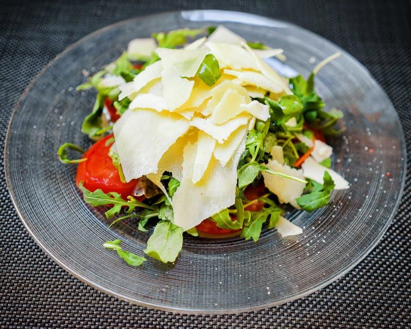 Salada de caesar na placa imagens de stock royalty free