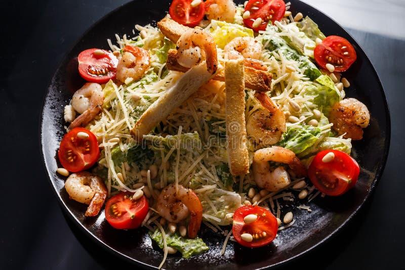 Salada de caesar orgânica com molho de caesar Alimento internacional foto de stock