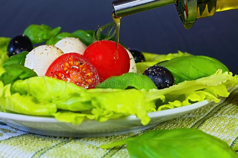 Salada de Caprese Salada caprese clássica Ingredientes caprese tradicionais italianos da salada Alimento mediterrâneo fotografia de stock royalty free