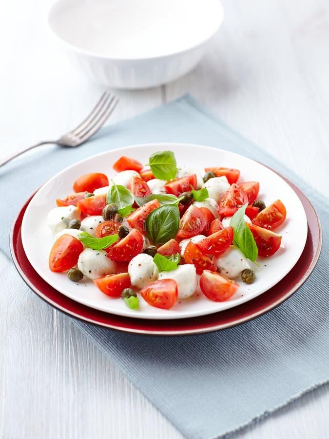 Salada de Caprese com alcaparras fotos de stock royalty free