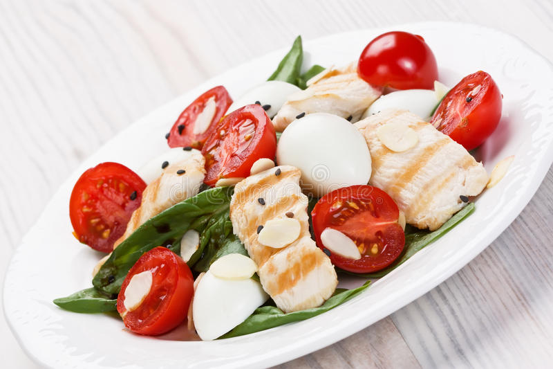 Salada de frango dos espinafres fotos de stock