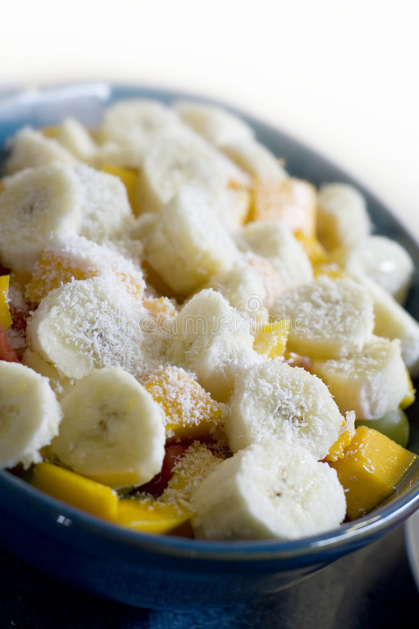 Salada de fruta da banana e da manga imagem de stock