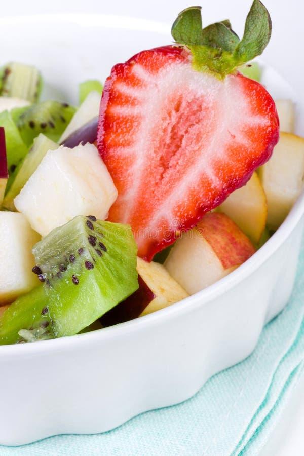 Salada de fruta da dieta na placa imagens de stock
