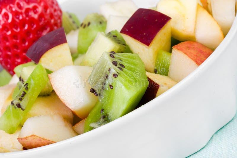 Salada de fruta da dieta na placa branca imagens de stock