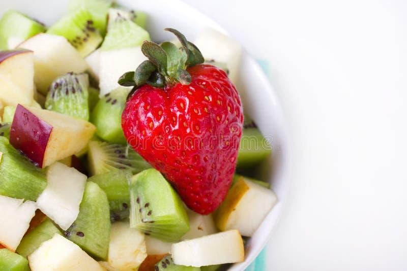 Salada de fruta na placa branca foto de stock