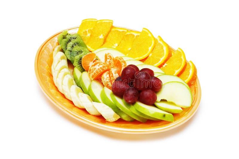 Salada de fruta na placa isolada no branco fotos de stock