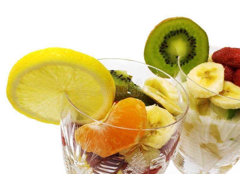 Salada de frutas nos copos foto de stock