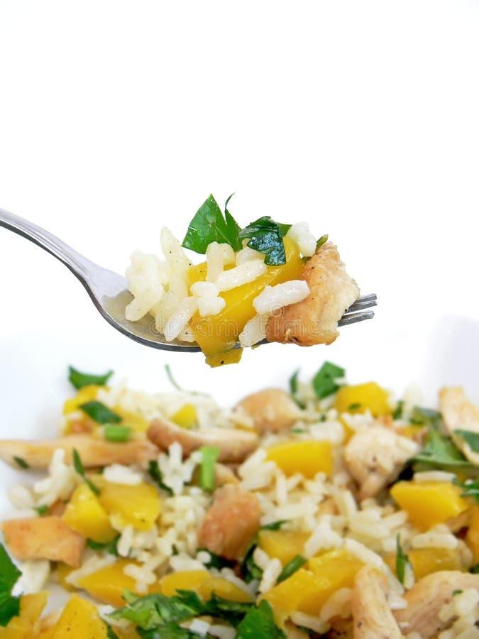 Salada de galinha na forquilha fotografia de stock royalty free