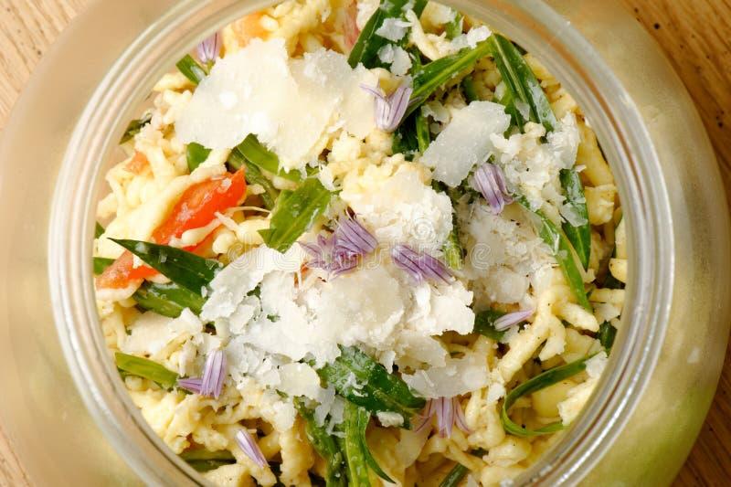 Salada de massa com atum fotos de stock royalty free