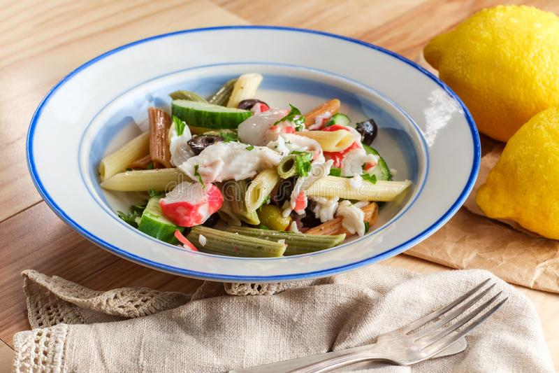 Salada de massa do marisco imagem de stock