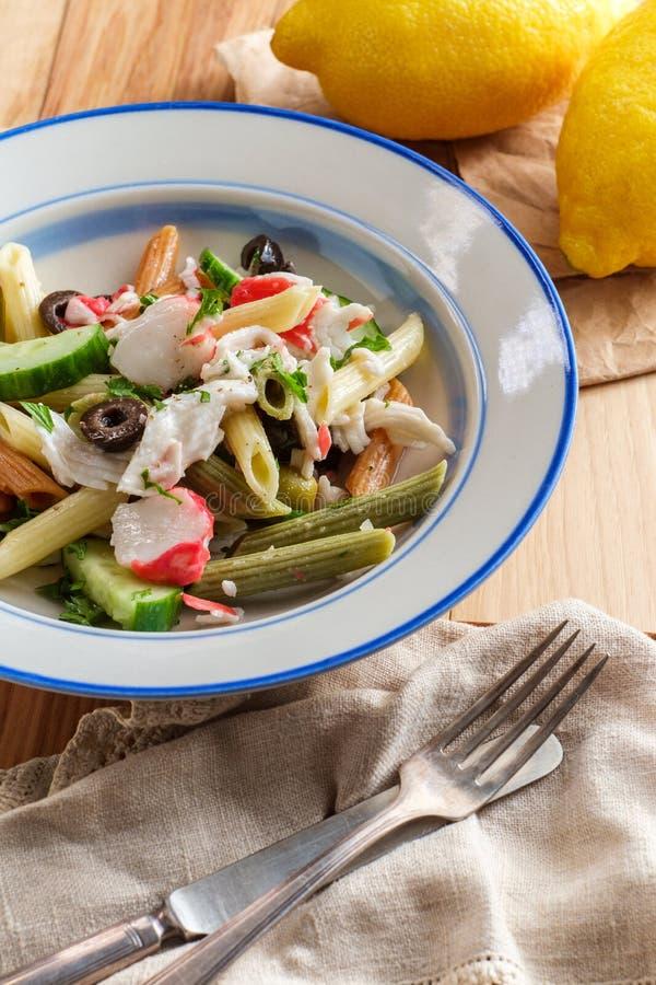 Salada de massa do marisco imagens de stock