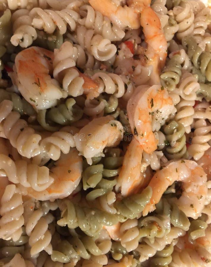 Salada de massa temperado do camarão imagem de stock