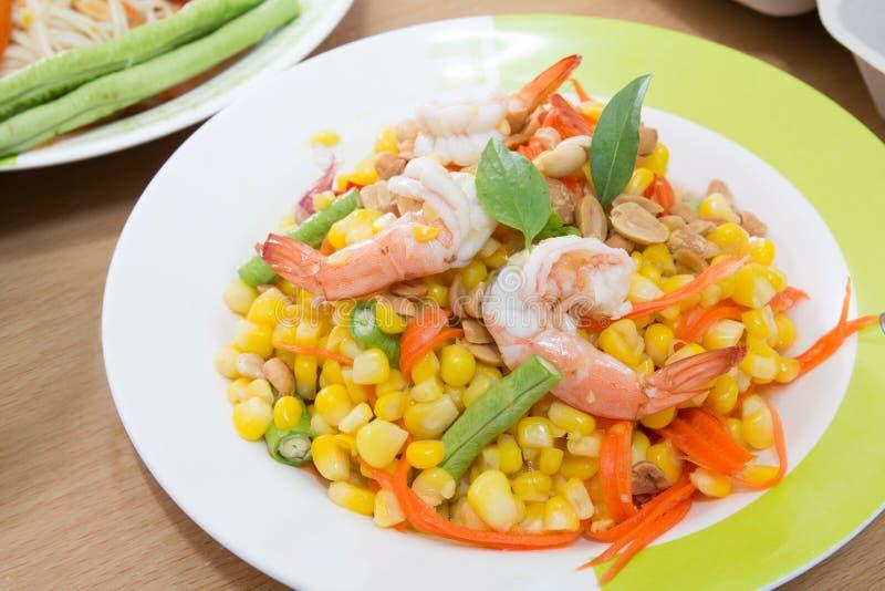 Salada de milho com camarão foto de stock royalty free