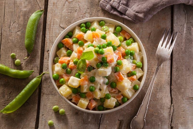 Salada de Olivier do russo foto de stock
