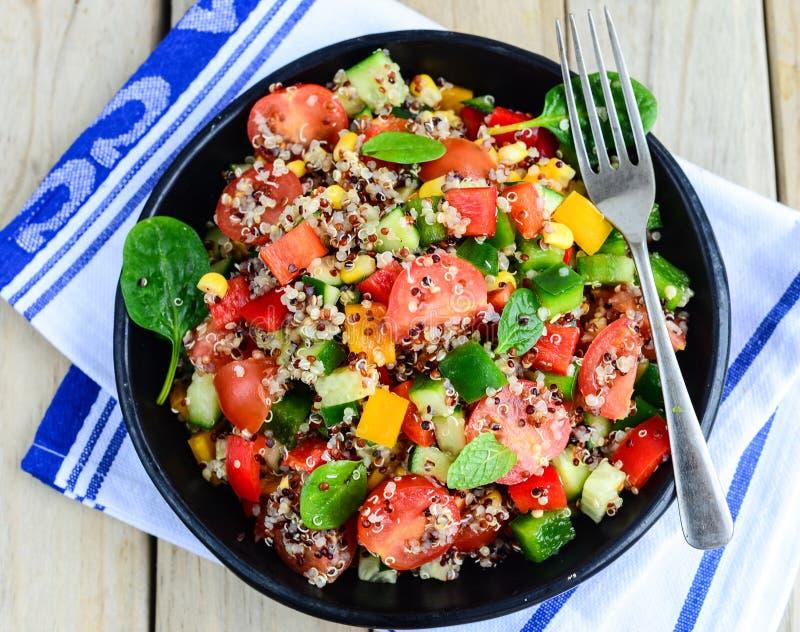 Salada de Qunioa fotos de stock