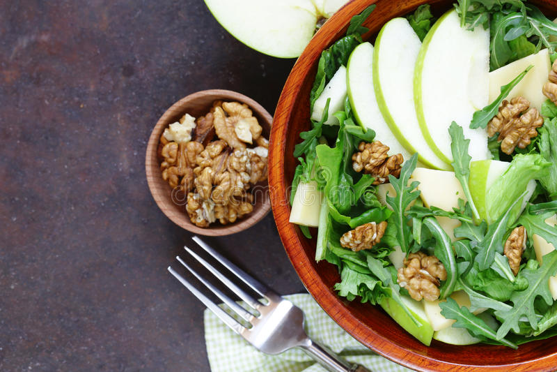 Salada de Waldorf com maçã, queijo fotografia de stock