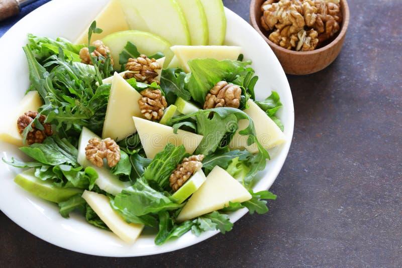 Salada de Waldorf com maçã, queijo foto de stock