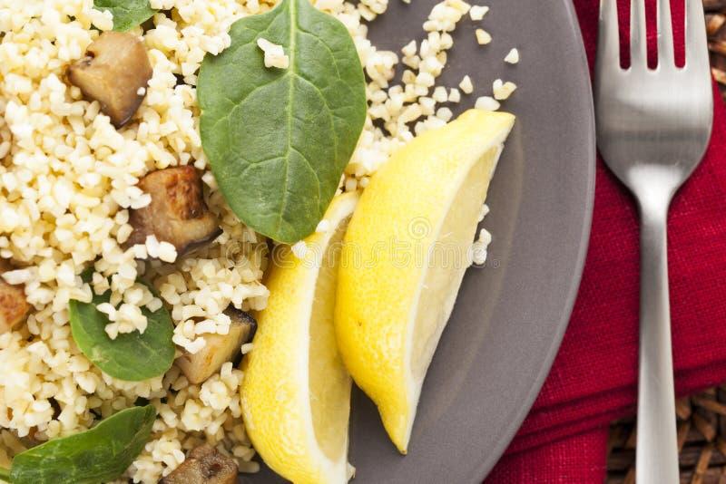 Salada do Bulgur de acima imagem de stock