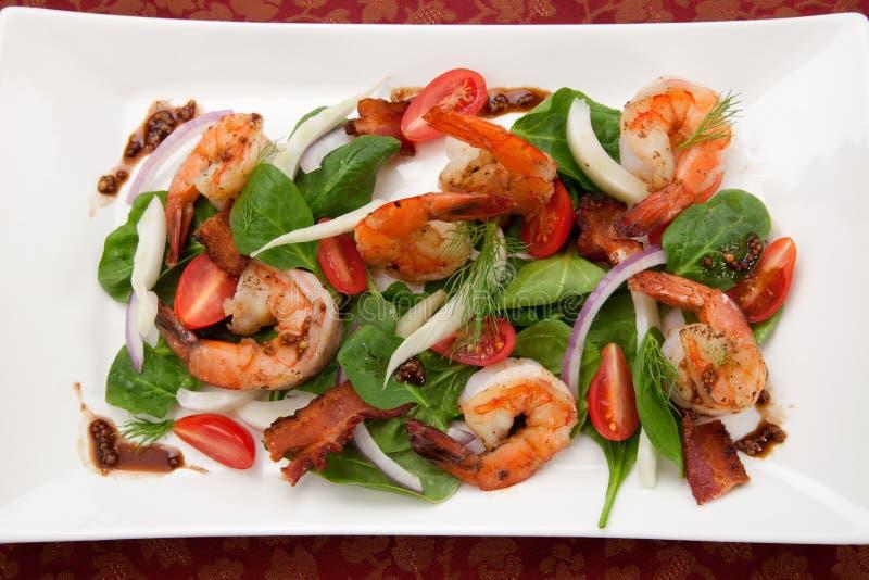 Salada do camarão e do espinafre imagens de stock