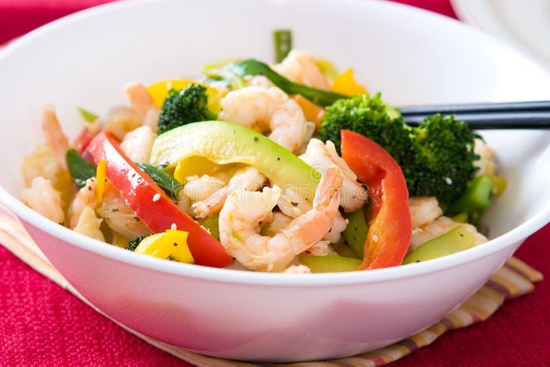 Salada do camarão e do vegetal fotografia de stock royalty free