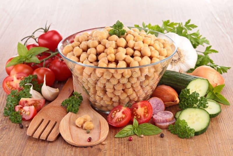 Salada do grão-de-bico imagem de stock royalty free