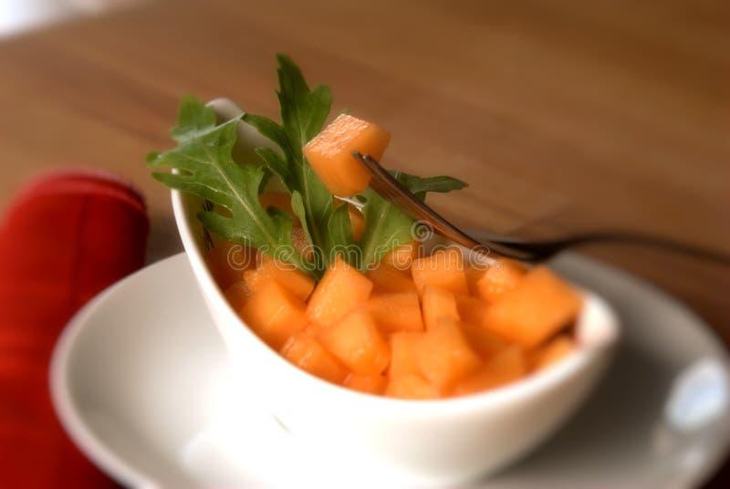 Salada do melão com salada do arugula fotografia de stock royalty free