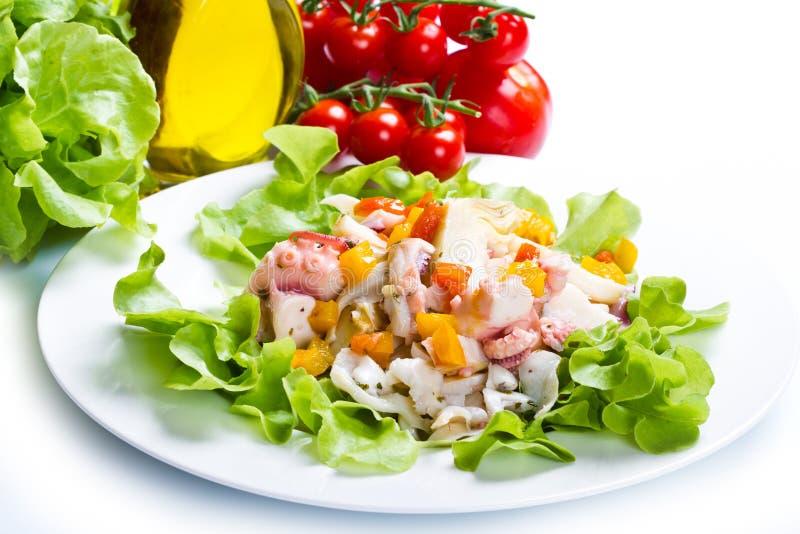 Salada do polvo com alcachofra fotografia de stock