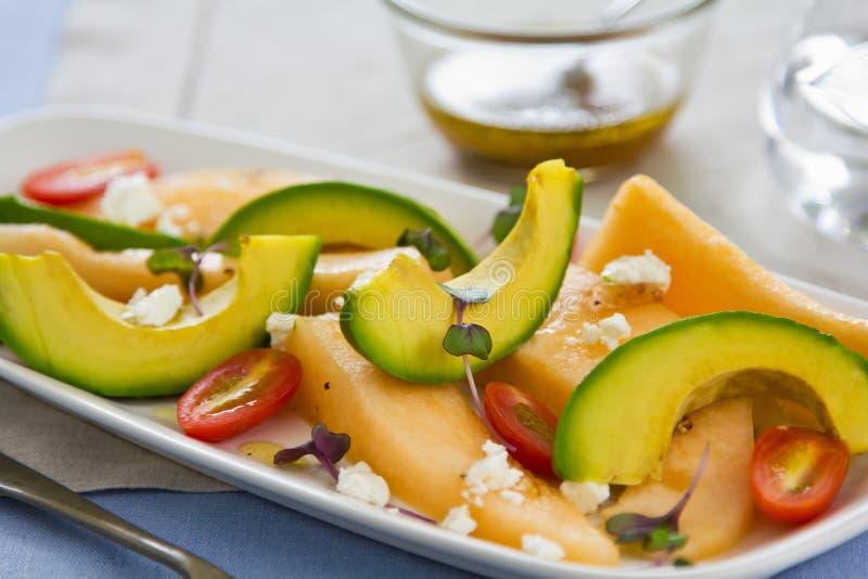 Salada do queijo do abacate, do melão e de cabra foto de stock royalty free